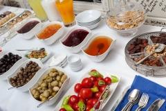 Hotel Breakfast at BarbaVasilis Restaurant - Otel Restoranında Kahvaltı