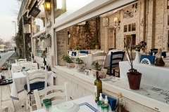 Exterior appearance of restaurant and hotel - Otel ve restoranın dışarıdan görünüşü